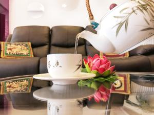 Tasse de thé et fleurs de lotus