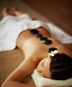 massage au pierre chaude femme